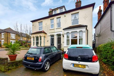 3 bedroom semi-detached house for sale - High Road, Rayleigh, Essex, SS6