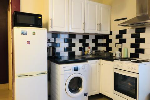 1 bedroom flat to rent - Mill Farm Crescent , TW4 5PG