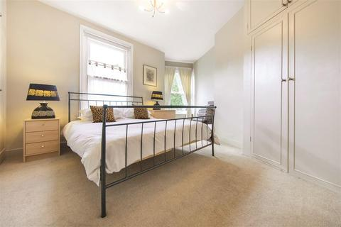 2 bedroom flat to rent - Replingham Road, SW18