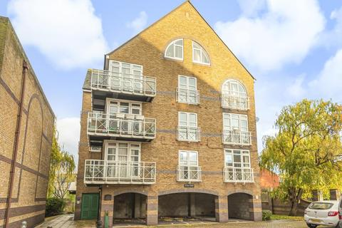 3 bedroom flat for sale - Eleanor Close, Surrey Quays