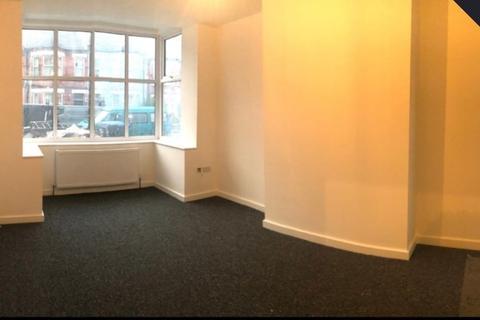 3 bedroom apartment to rent - Ground Floor Flat,  Warwick Road