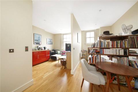 Studio to rent - Clapham High Street, London, SW4