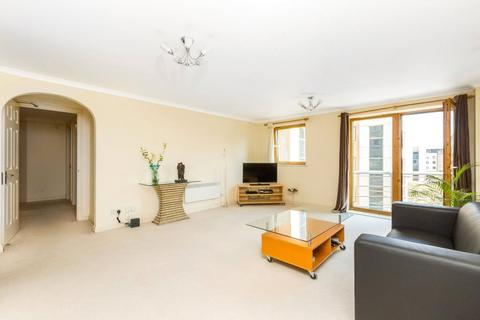 2 bedroom apartment to rent - Meridian Place, London, E14