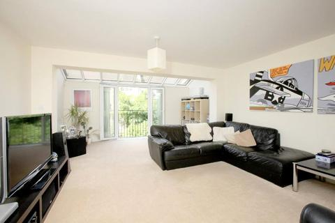 4 bedroom house to rent - Edgar Wallace Close, London, SE15