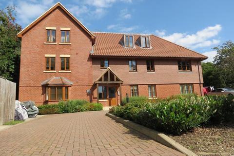 2 bedroom flat to rent - Waverley Close, Camberley, GU15