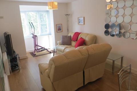 2 bedroom flat to rent - Thistle Court, Cumberland Place, Hither Green, London, SE6 1BB