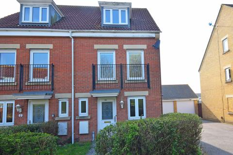 4 bedroom semi-detached house to rent - Osborne Heights, , East Cowes