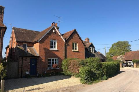 3 bedroom semi-detached house to rent - BOVINGDON GREEN - Marlow