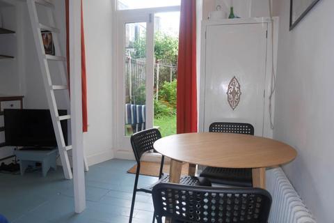 2 bedroom flat to rent - Balfour Street, ,