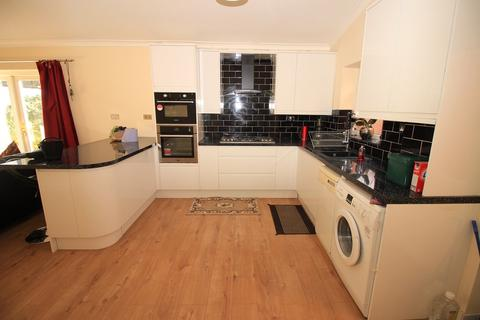 4 bedroom end of terrace house to rent - St Dunstans Road, Hounslow, TW4