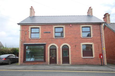 Retail property (high street) to rent - Crossgates, Llandrindod Wells
