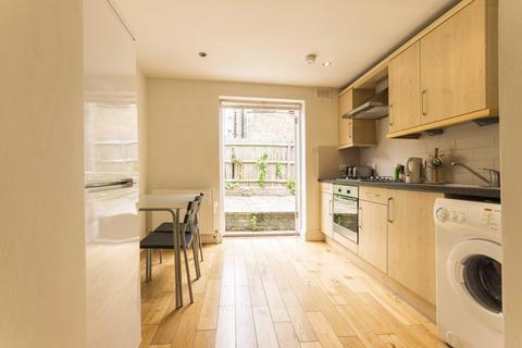2 bedroom flat to rent - Lyham Road, SW2