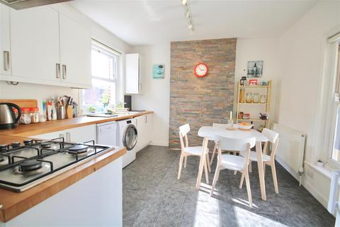 2 bedroom flat to rent - Victoria Road North, Southsea