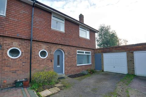 3 bedroom semi-detached house for sale - Balmoral Road, Stafford, ST17 0AN