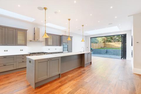 5 bedroom property to rent - Bernard Gardens, SW19