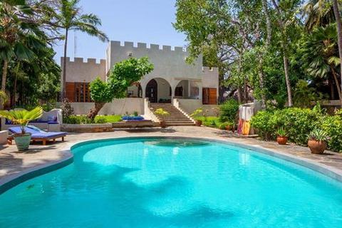 5 bedroom cottage - Galu Beach, Diani