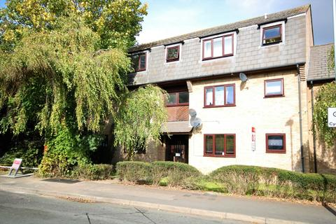 Studio to rent - Wingrove Court, Broomfield Road, Chelmsford, CM1