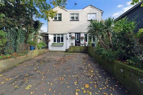 3 bedroom detached house for sale - New Hythe Lane, Larkfield, Kent