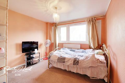 3 bedroom maisonette for sale - Weatherley Close, London