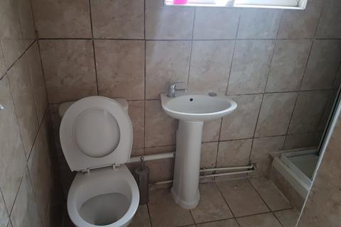 Studio to rent - Luton, LU1