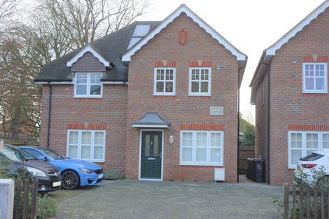 2 bedroom semi-detached house to rent - Park Road, Surbiton, KT5 8QD