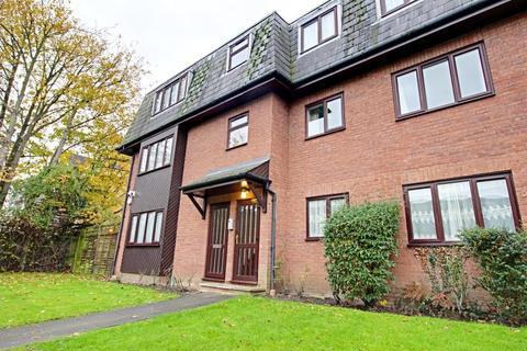 2 bedroom apartment to rent - De Bohun Avenue, Southgate, N14 4PZ