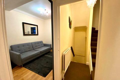 2 bedroom flat to rent - Glenburnie Road, Tooting Bec, SW17