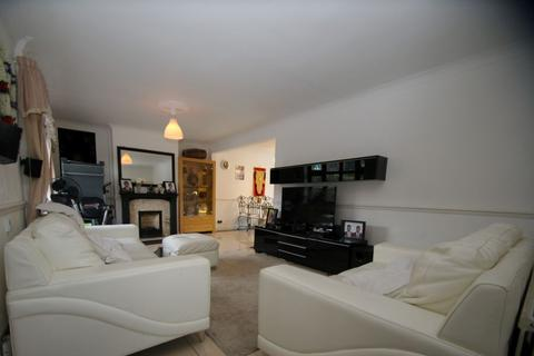 3 bedroom house to rent - Easedale Drive, Hornchurch, RM12