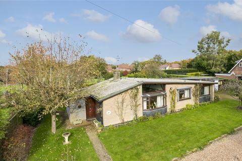 4 bedroom detached bungalow for sale - Lealands Avenue, Leigh, Tonbridge, Kent, TN11
