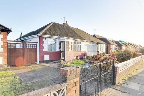 2 bedroom semi-detached bungalow for sale - Douglas Crescent, Hayes  UB4