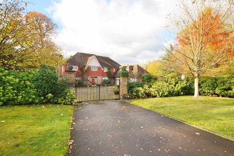 5 bedroom detached house for sale - Percival Close, Oxshott