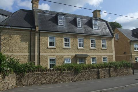 2 bedroom flat to rent - Kinneir Close, Corsham, SN13 9AT