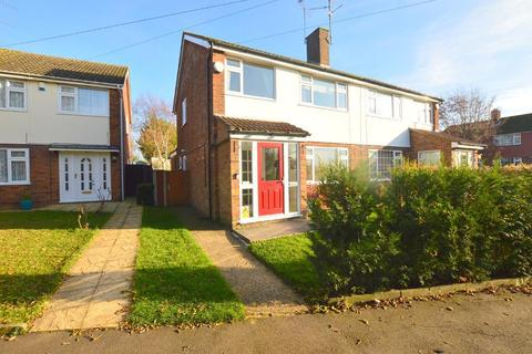 3 bedroom semi-detached house for sale - Kinross Crescent, Sundon Park, Luton, Bedfordshire, LU3 3JX