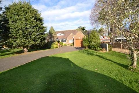 4 bedroom detached bungalow for sale - Sea Lane Gardens, Ferring, West Sussex, BN12 5EQ