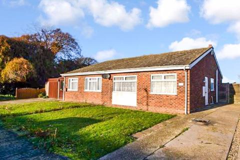 2 bedroom semi-detached bungalow to rent - Constable Avenue, Clacton-On-Sea