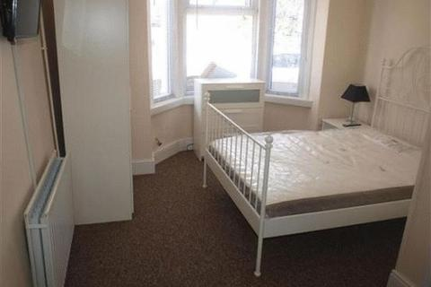 Property to rent - Station Road, Swindon