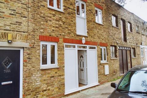 2 bedroom property to rent - Knotts Green Mews, London E10