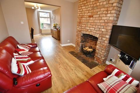4 bedroom end of terrace house for sale - Worsley Road, Winton