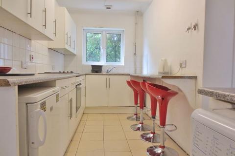 6 bedroom semi-detached house to rent - Colbourne Avenue, Brighton