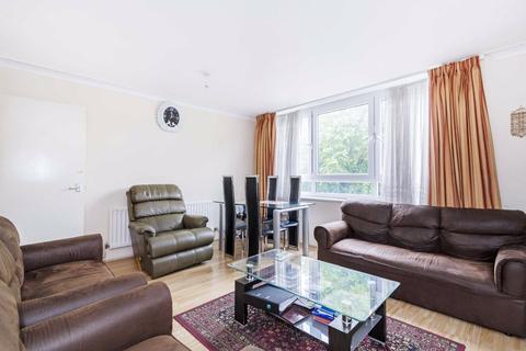 3 bedroom flat for sale - Sancroft Court, BATTERSEA, London, SW11