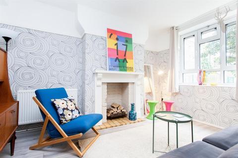 Studio to rent - Talwin Street, Bow, London