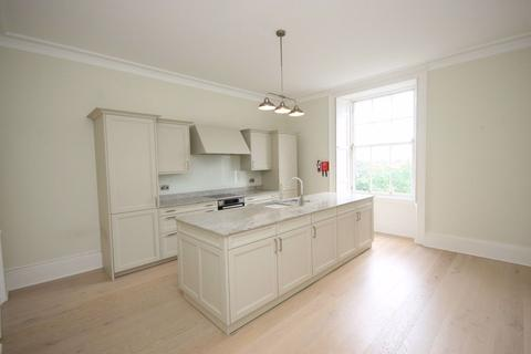 4 bedroom property to rent - Royal Circus