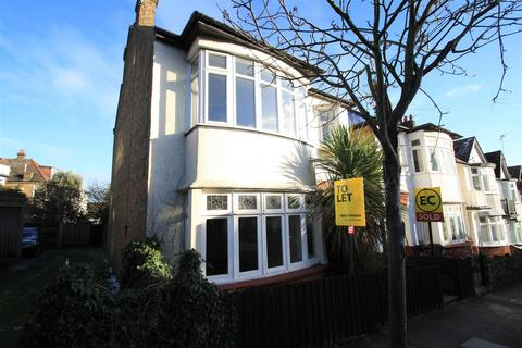 3 bedroom flat to rent - Beach Avenue, Leigh-On-Sea