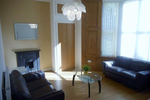 2 bedroom flat to rent - Richmond Rd, Roath (2 Bed) GF Front Avail 01-07-15