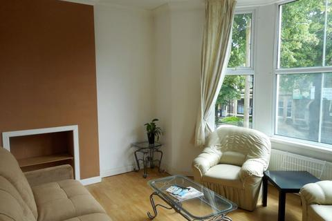 2 bedroom flat to rent - Richmond Road, Roath ( 2 Beds ) F/F Front
