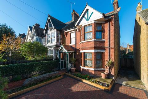 3 bedroom detached house for sale - Hollicondane Road, Ramsgate