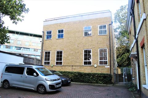 1 bedroom flat to rent - Fountain Close, London