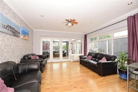 3 bedroom bungalow for sale - Frederick Road, Rainham, Essex