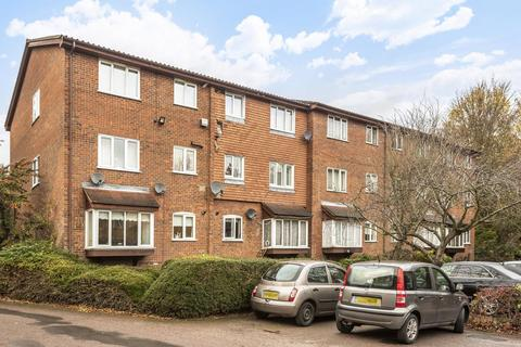 2 bedroom flat for sale - Greenway Close, Friern Barnet