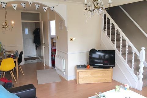 2 bedroom maisonette to rent - Roman Road  E3